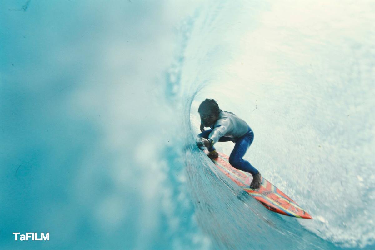 ビッグ4の一人だった久我孝男がサーフィンライフの取材で訪れた新島でのバレルショット1987年