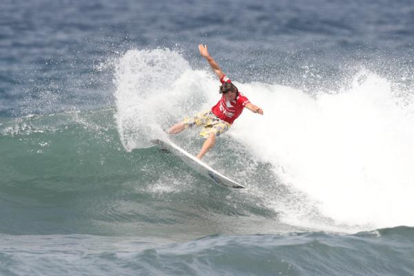 ダレン・ターナー。 パワーサーフィンで圧倒するも、あと一歩及ばず。