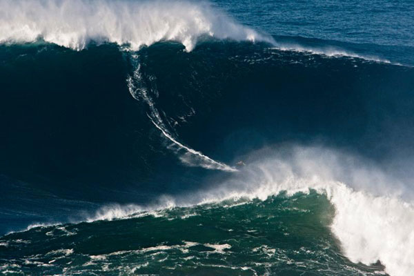 Garrett McNamara on the 78-foot wave © Wilson Ribeiro/BillabongXXL.com