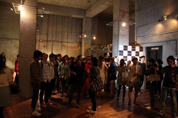 パーティにはファッション業界からも多くの来場者があった。