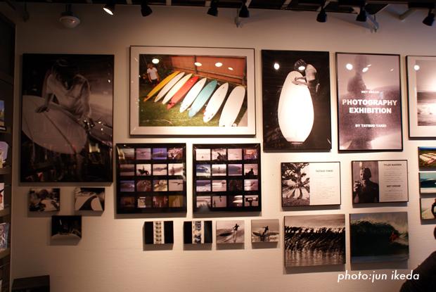 店内には期間限定で竹井氏の写真が展示されたコーナーもある。