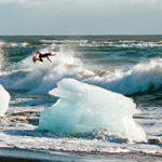 氷山や流氷の中でサーフ!「ストレンジ・ランブリングス」のアイスランド・パート公開