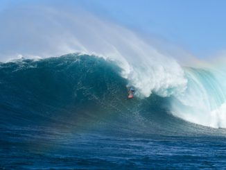 Billy Kemper winning the Peahi Challenge at Jaws in Hawaii.ケンパーWSL / Cestari