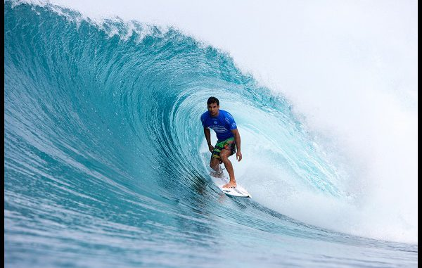 Michel Bourez wins quarterfinal 2 of the billabong pipe masters