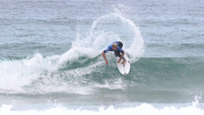 スタイリッシュなイーサンのサーフィン photo:s.yamamoto