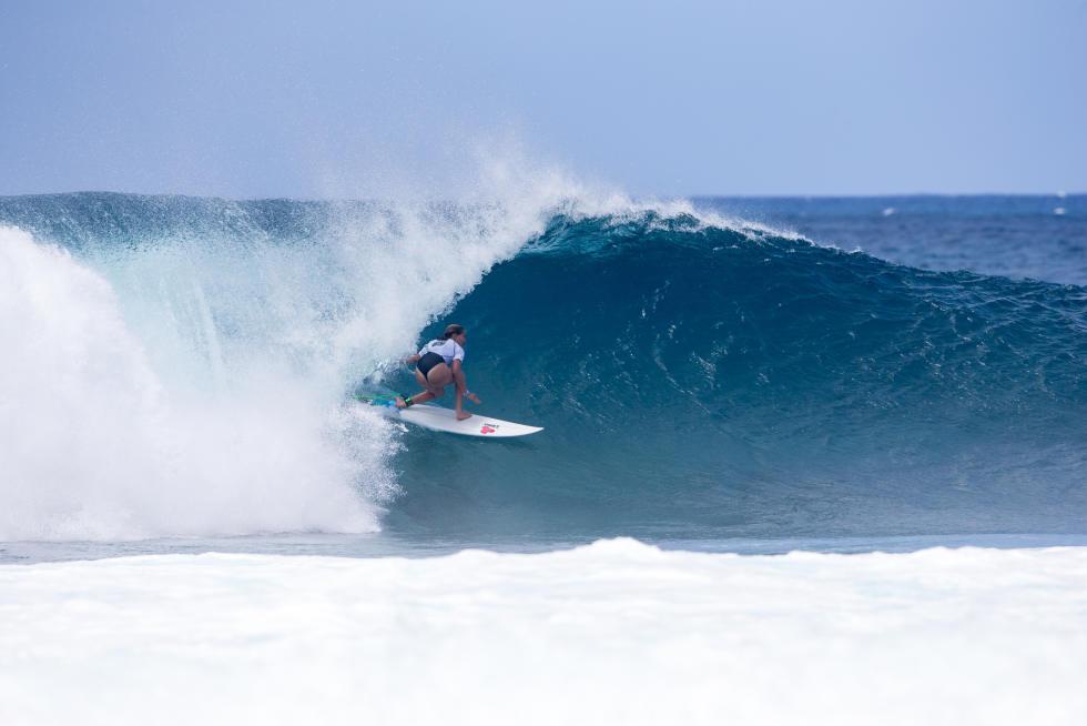 Frankie pulls into Pipe. - WSL / Freesurf/Heff