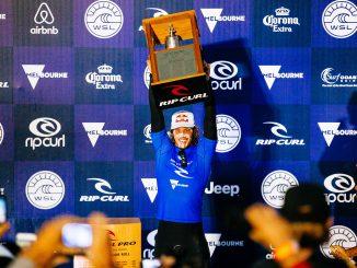 勝利のベルを鳴らすジョディ・スミス  PHOTO: © WSL / Cestari