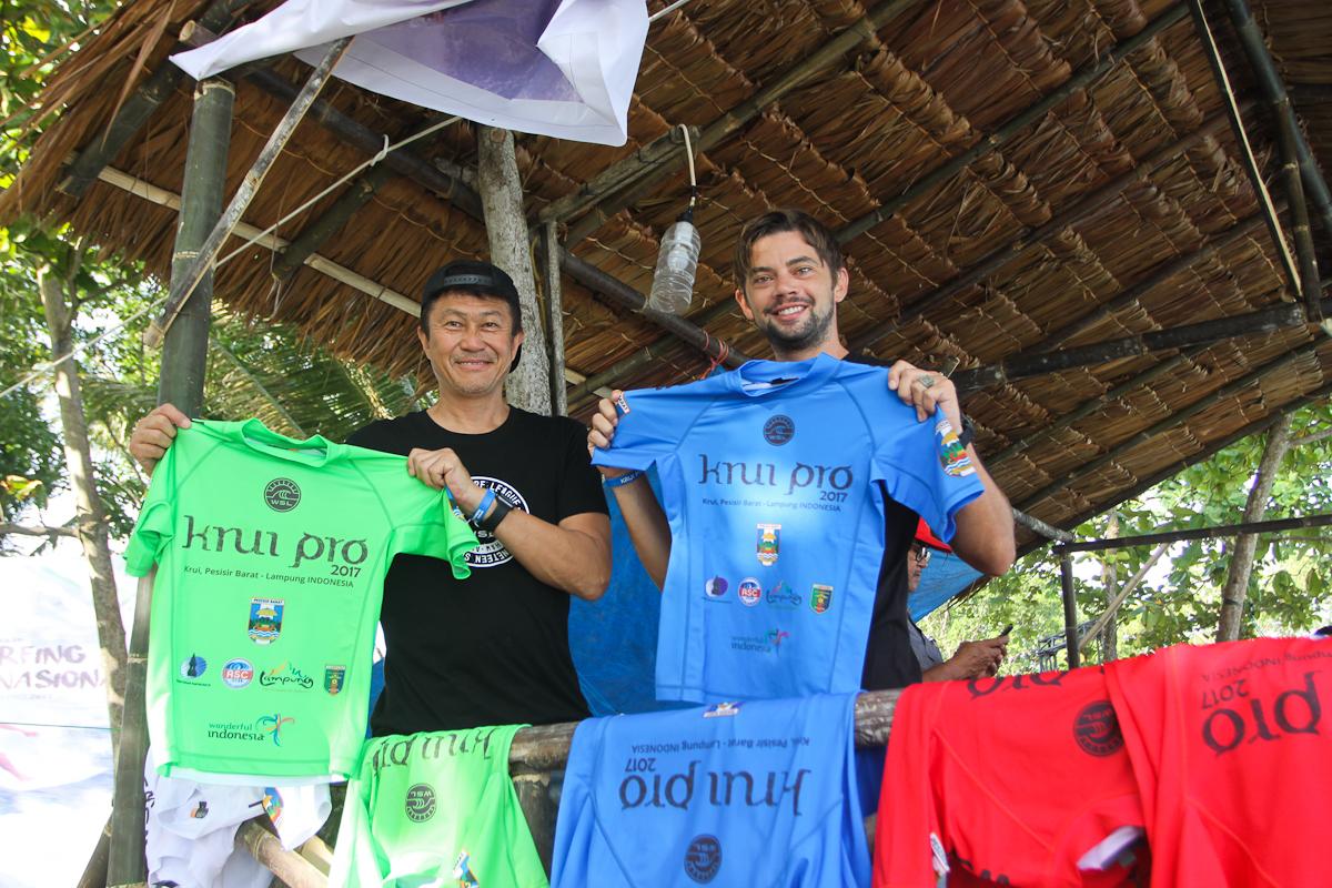 WSL アジア・リージョナルツアーマネージャーの近江俊哉氏と オーストラリア/オセアニア・ツアー・マネージャーのウィル・ヘイデン-スミス