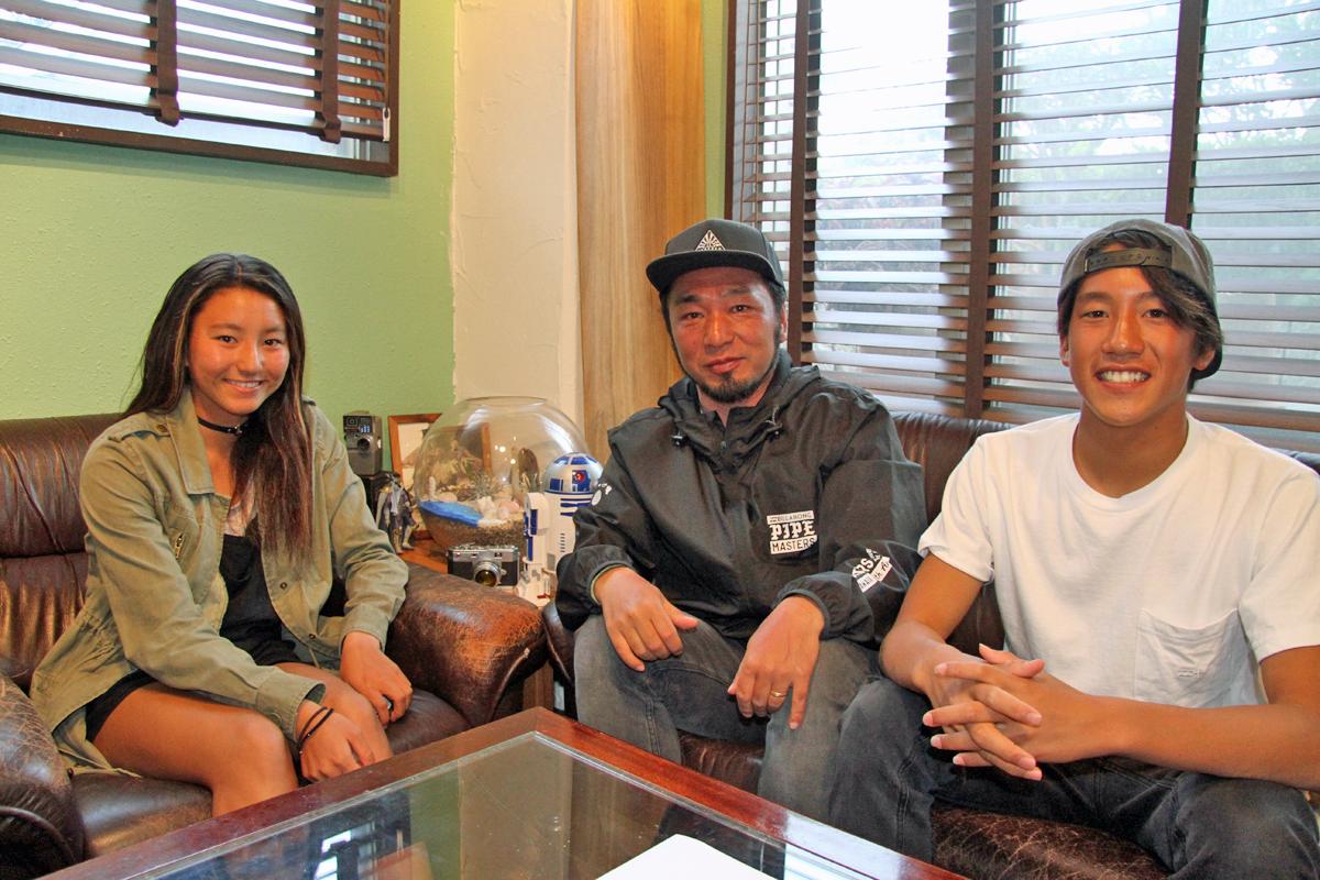 ビラボンのフレッシュなメンバー松田詩野と鈴木仁とチームマネージャーの野口氏