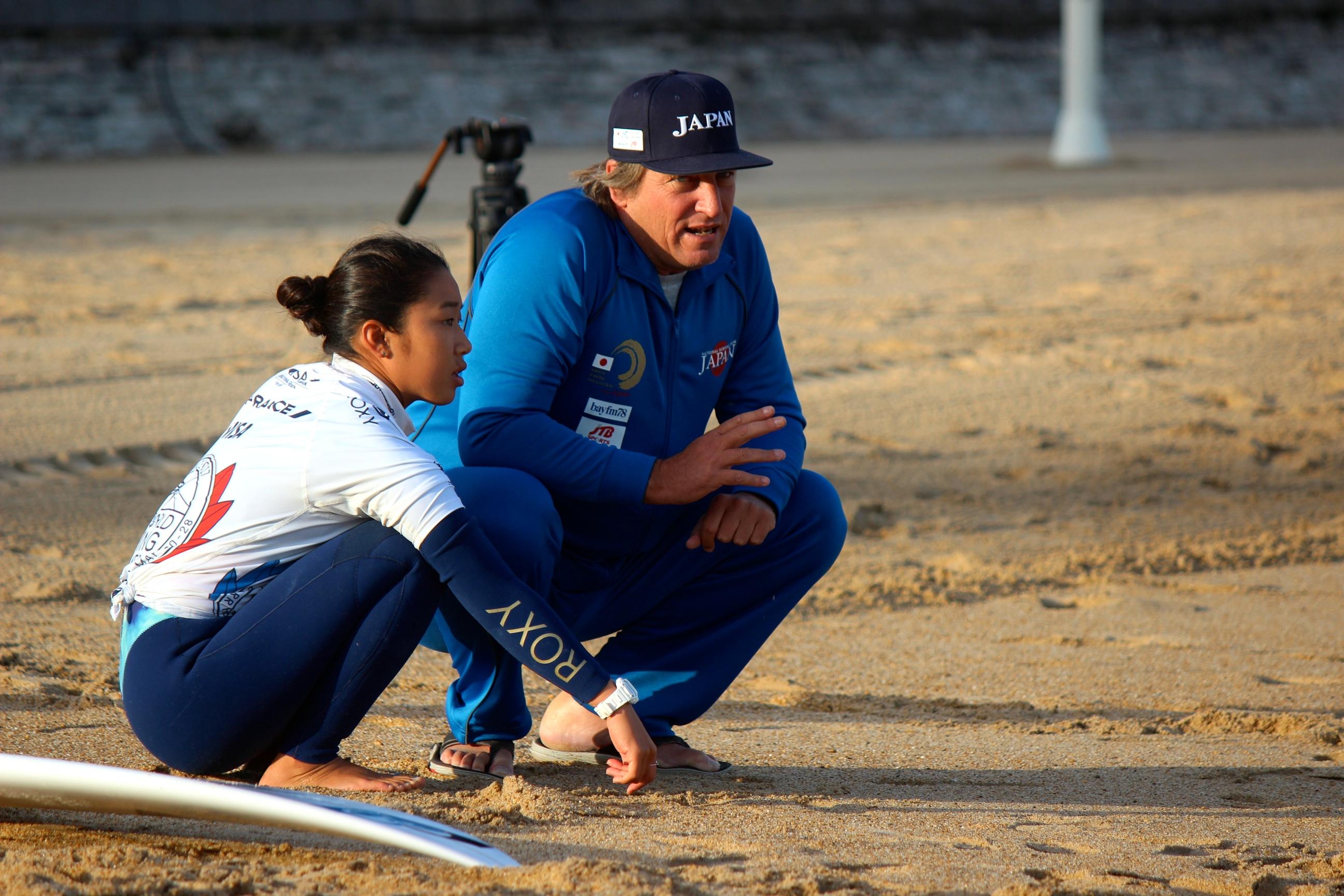 ヒート前にコーチと作戦を確認する大村 photo:michiko nagashima