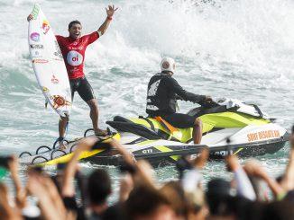 地元ブラジルで今季初優勝を決めたエイドリアーノ・デ・スーザ(BRA)  PHOTO: © WSL / Smorigo