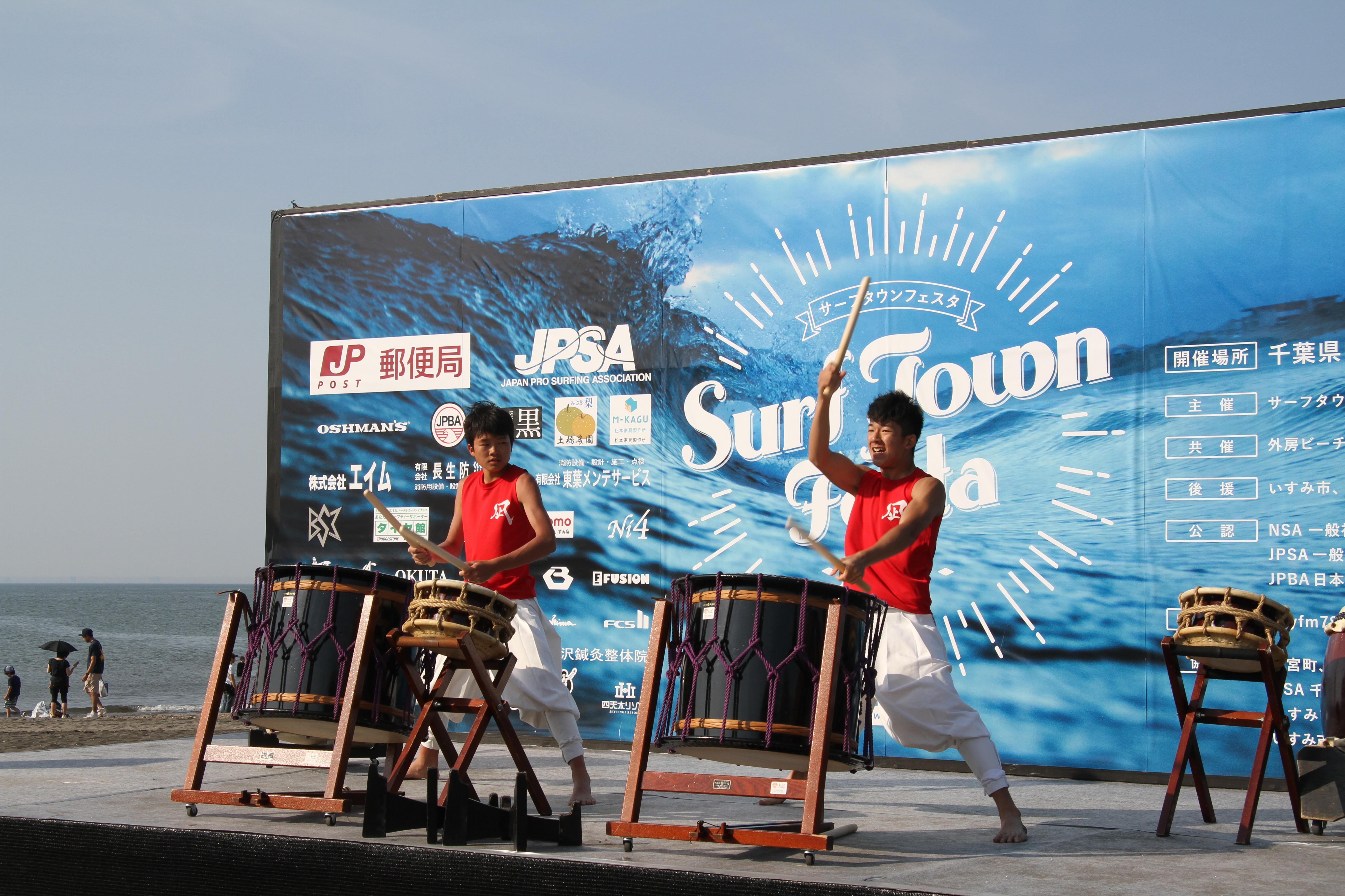 和太鼓演奏も行われた。