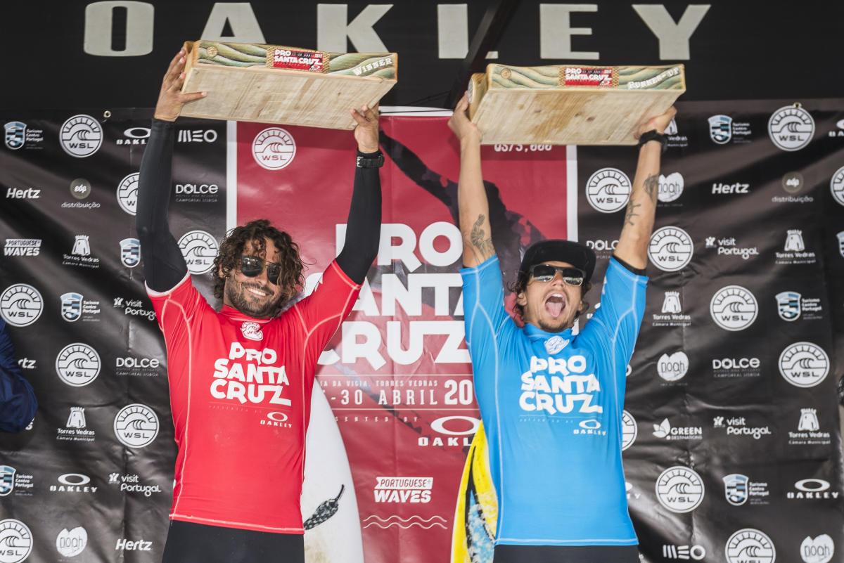 優勝したマルコ・ジョージ(URY)とティアゴ・カマラオ(BRA)WSL / Poullenot/Aquashot