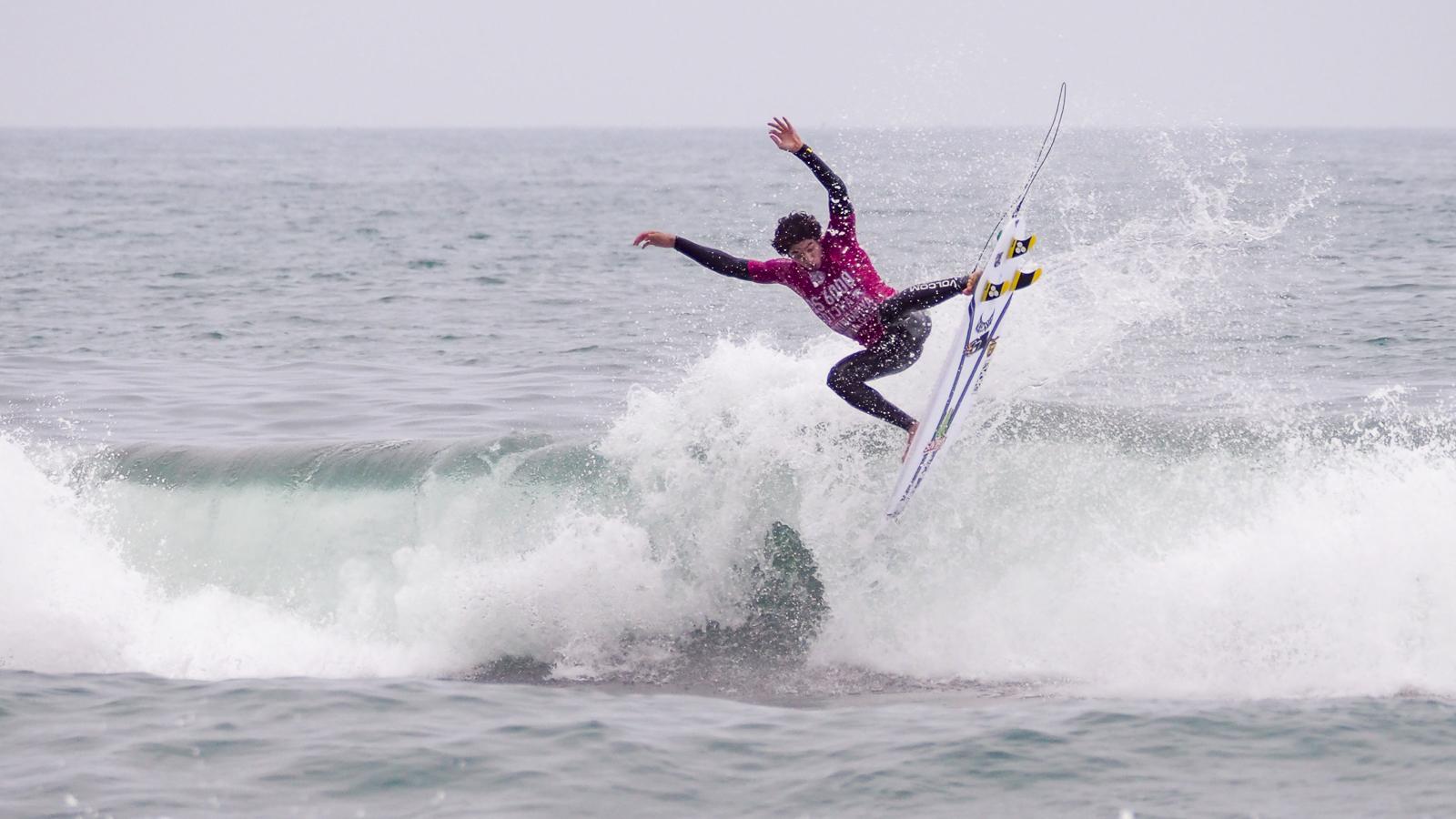 今回大注目だったヤゴ・ドラだったが自分のサーフィンを見せぬまま敗退。