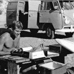 【訃報】サーフィン界のパイオニア、「SURFER」マガジンの創始者であるジョン・セバーソン死去。83歳。