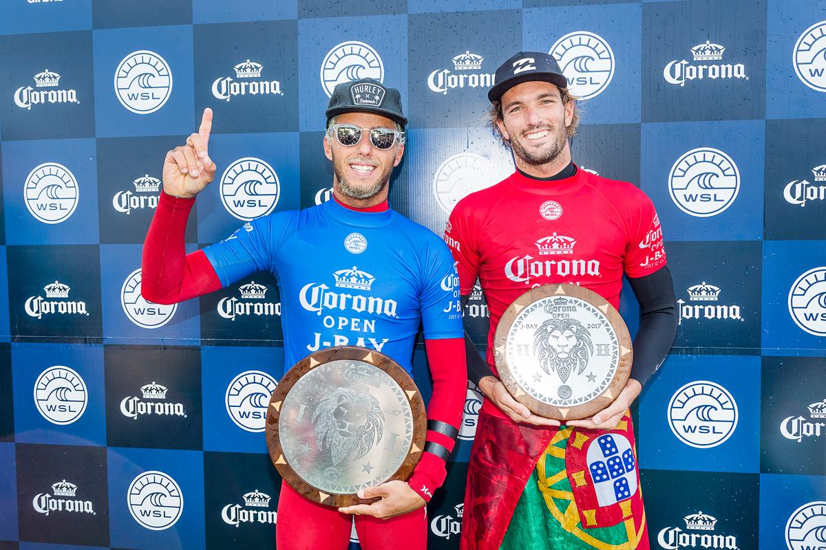 優勝したトリードと2位のモライスCredit : © WSL / Cestari