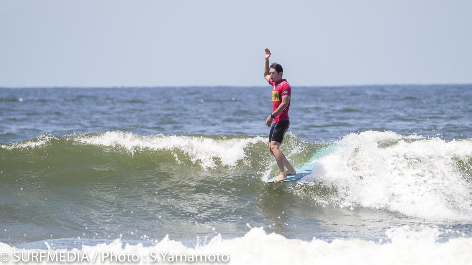 吉田泰もスタイリッシュなサーフィンを披露。