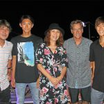 永遠のサーフヒーロー、トム・カレンによる粟田和幸さんのメモリアル・コンサートが館山で開催。