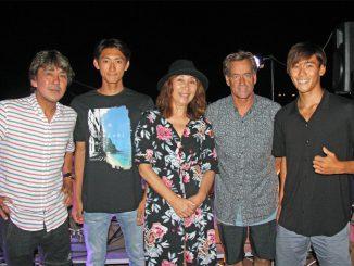 左から久我孝男、粟田生、粟田都美、トム・カレン、粟田海