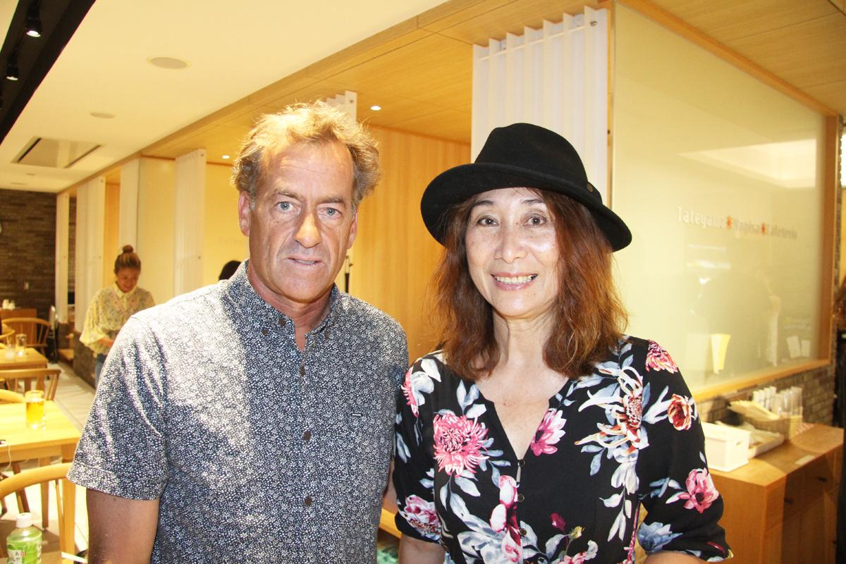 粟田都美さんとトム・カレン