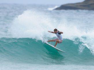 圧倒的なサーフィンを披露して優勝した安井拓海
