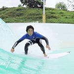 ISA世界選手権でヨーロッパ訪問した日本代表チームがウェイブガーデン・コーヴの波をテストライド。