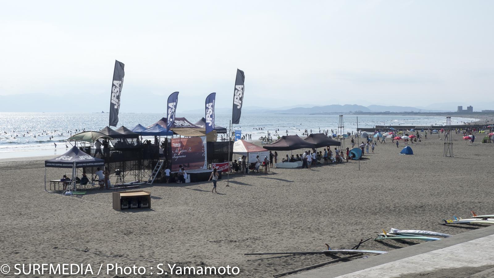 鵠沼海岸に設置されたコンテストサイト
