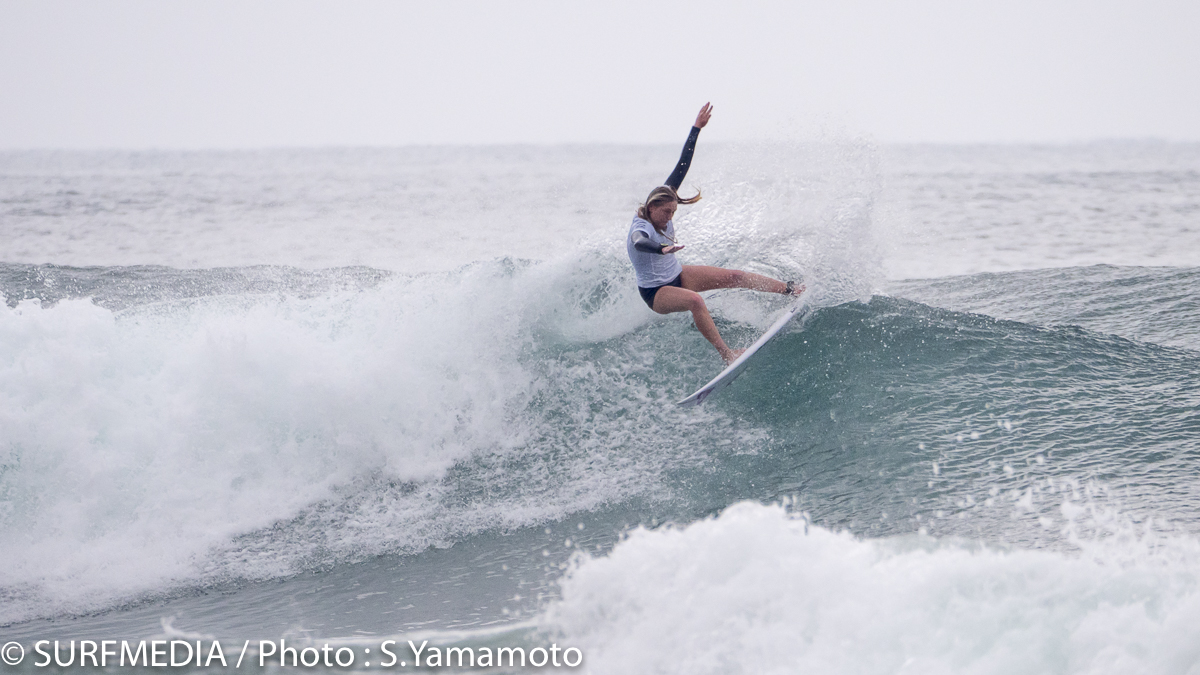 オーストラリアのジュニアサーファーであるアリッサ・ロック。豪ジュニアランクは2位。