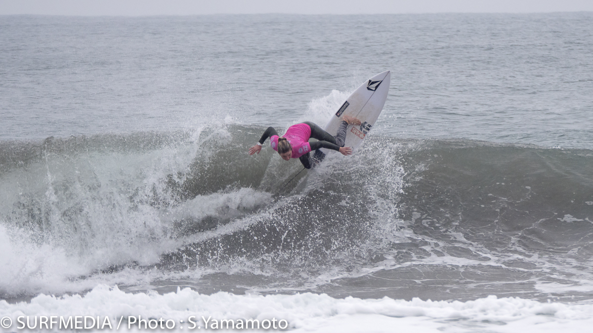 CTサーファーのココ・ホー。キュートなルックスとスタイリッシュサーフィンで日本でも大人気。