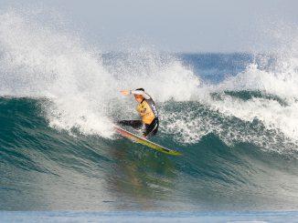 カレントリーダーのサリー・フィッツギボンズ(AUS)PHOTO: © WSL / Masurel