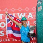 ハワイのホノルア・ブルームフィールドが優勝。ウイメンズ・ロングボード世界チャンピオンになる。