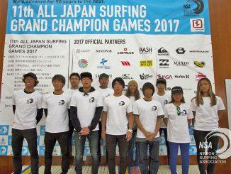 2017年度の年間チャンピオンたち。写真:日本サーフィン連盟