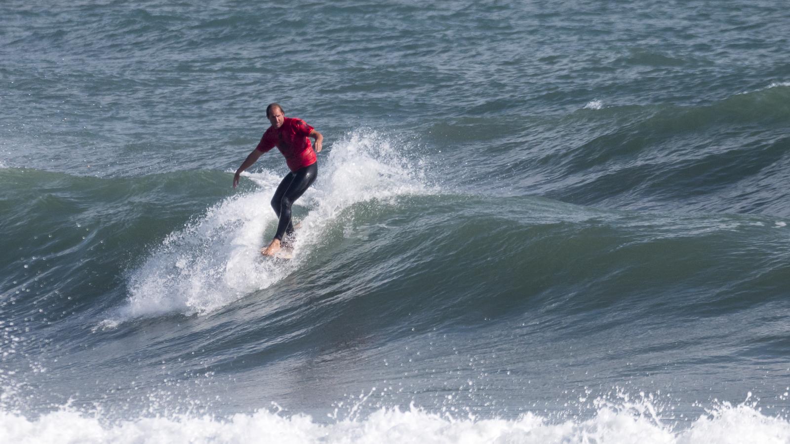 圧倒的なサーフィンを見せるテイラー・ジェンセン