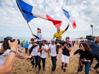 WSL CTサーファー・ポーリン・アドゥとジョアン・ディフェイはビアリッツで開催された2017年のISAワールド・サーフィン・ゲームでウイメンズの金と銀メダル獲得。写真:ISA/ベン・リード