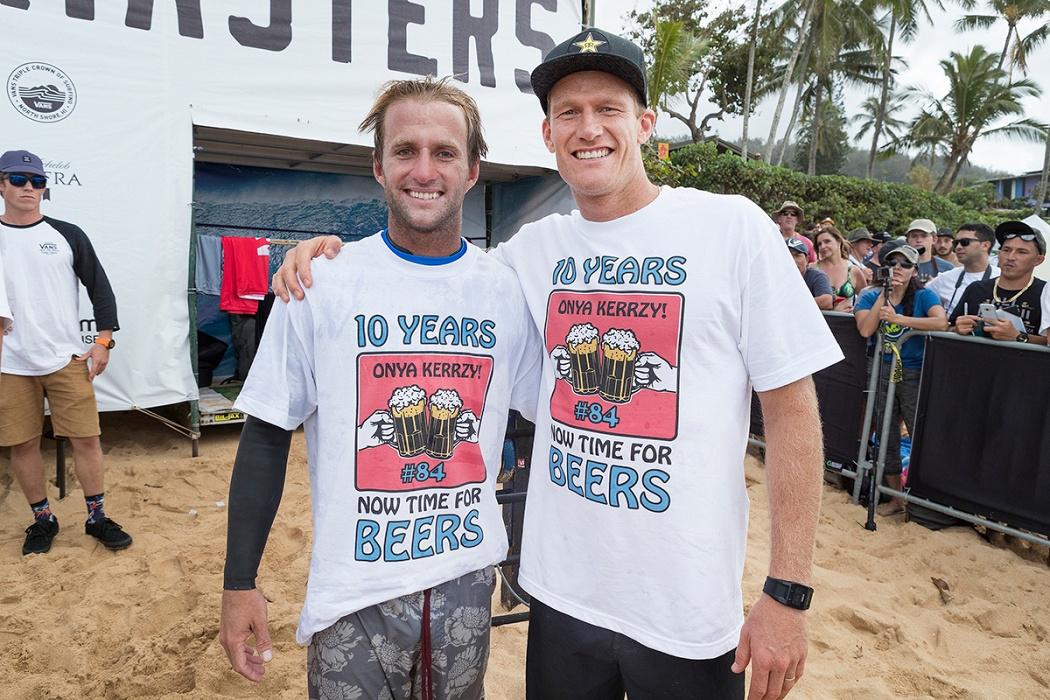 引退するビード・ダービッジ(AUS)とジョシュ・カー(AUS)WSL / Kelly Cestari