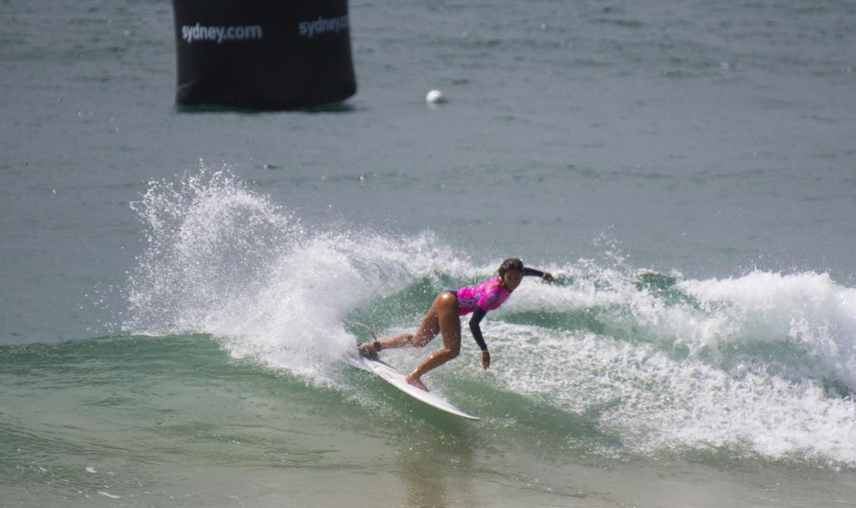 本日の女子最高点を出したハワイのアレッサ・クイゾン WSL / Ethan Smith