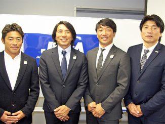 左から小川直久副理事、細川新理事長、牛越理事長、久米 寿朗事務局長。