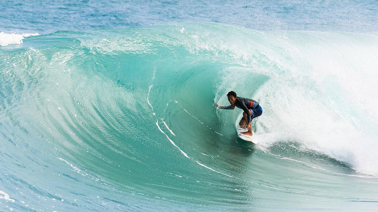 今回の旅で一番の波を捕まえた粟田生 Photos: Dave Sparks/Rip Curl