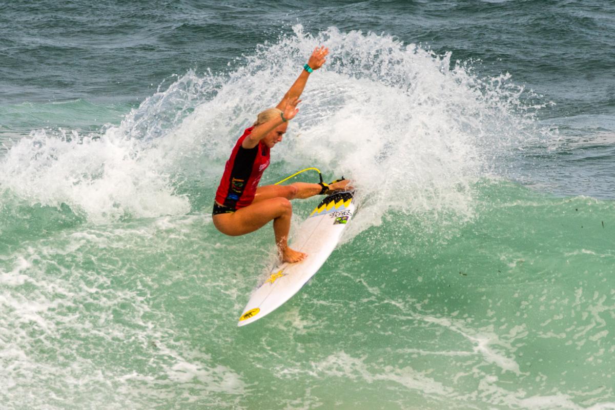 パワフルなハワイアン・サーファー・タティアナ・ウエストン-ウェッブ(HAW)はヒートトータル11.27でラウンドアップ