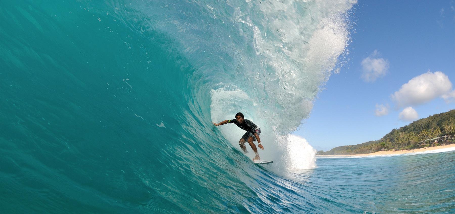 現役時代はハワイのビッグウェイブにチャージしていた牛越峰統プロ photo from http://www.u4surf.jp/