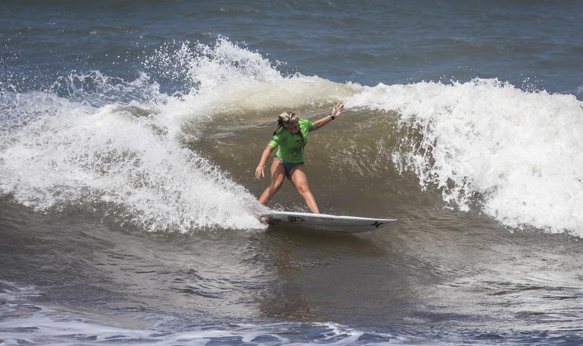 15才のフロリダのレイチェル・プレスティWSL / Damien Poullenot