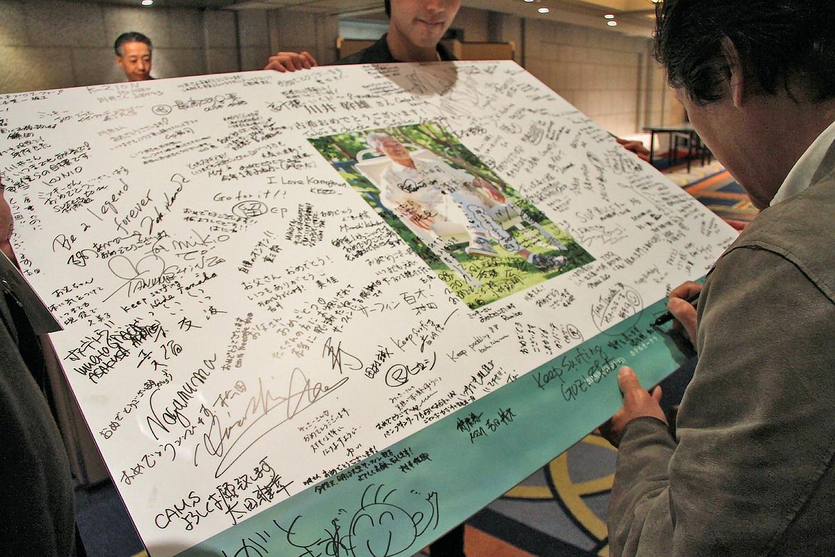 用意されたパネルには来場者の方々からミッキーさんに宛てたメッセージが書き込まれた。