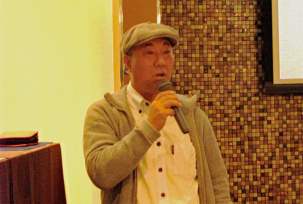 パーティー発起人のブルーワーサーフボード社長の和田浩一氏が挨拶