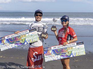 ロングボード開幕戦で優勝した秋元祥平と植村未来