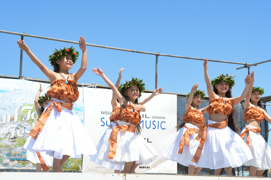 サーフタウンフェスタのステージでは毎年恒例のダンスなどが行われた