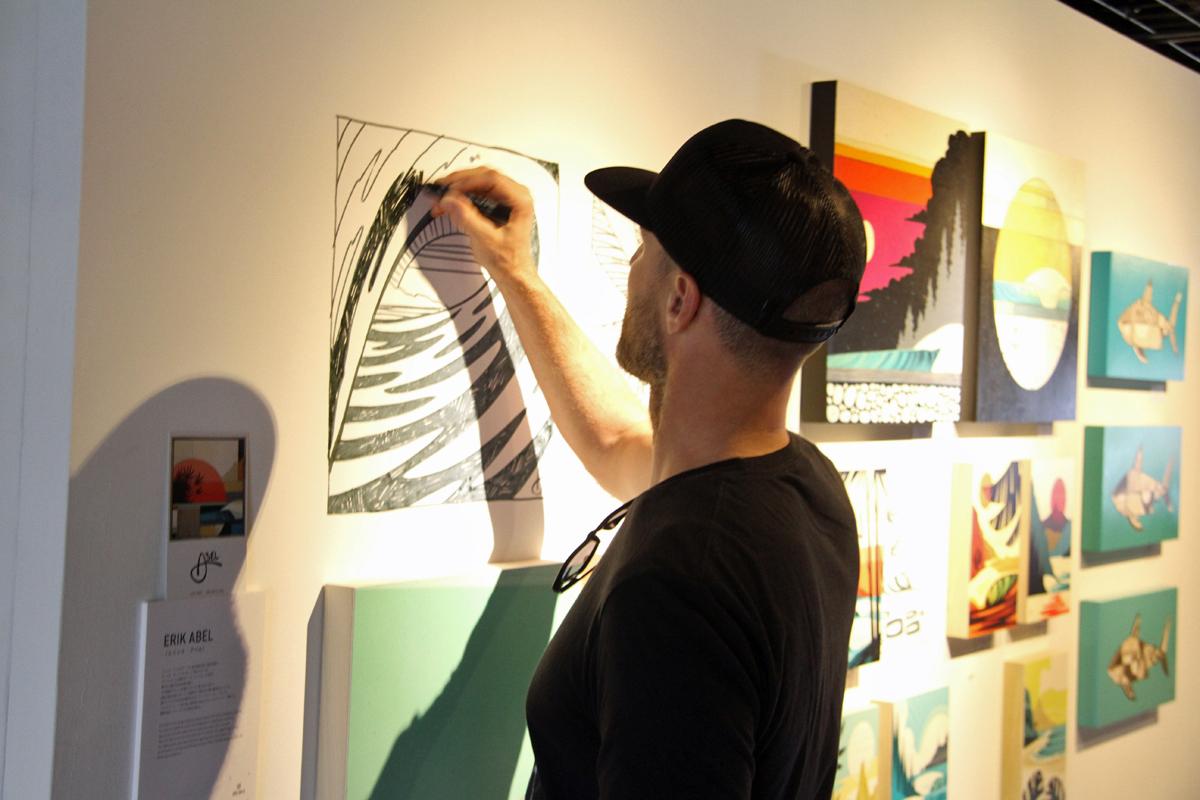 カリフォルニアのエリック・アベルのアートは、サーフィン系アパレルでも多く採用されている