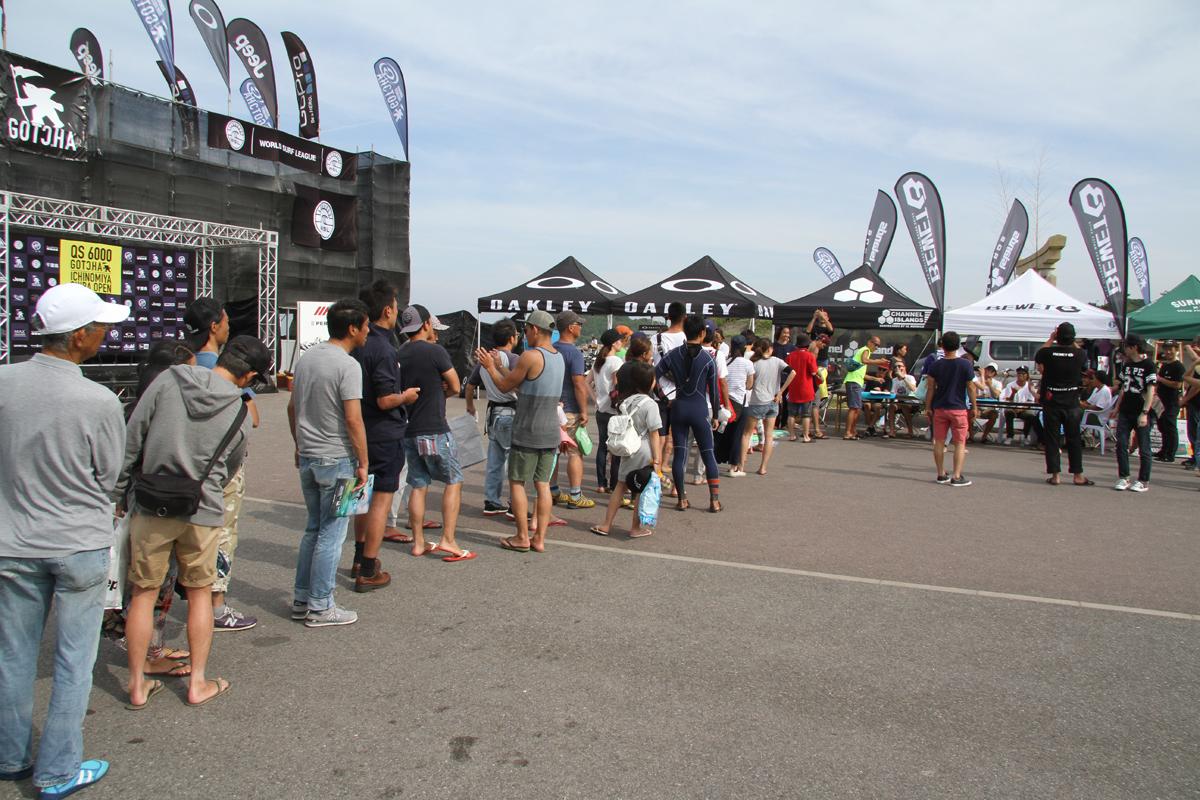 昨年のサイン会では長蛇の列ができるほどの大人気。
