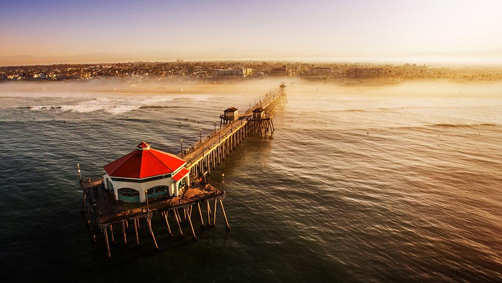 ハンティントンビーチは、USオープンなど多くのサーフィン・コンペティションを開催する場所で、ISAワールド・チャンピオンシップを主催するのは1996年ぶり。Photo: Visit Huntington Beach