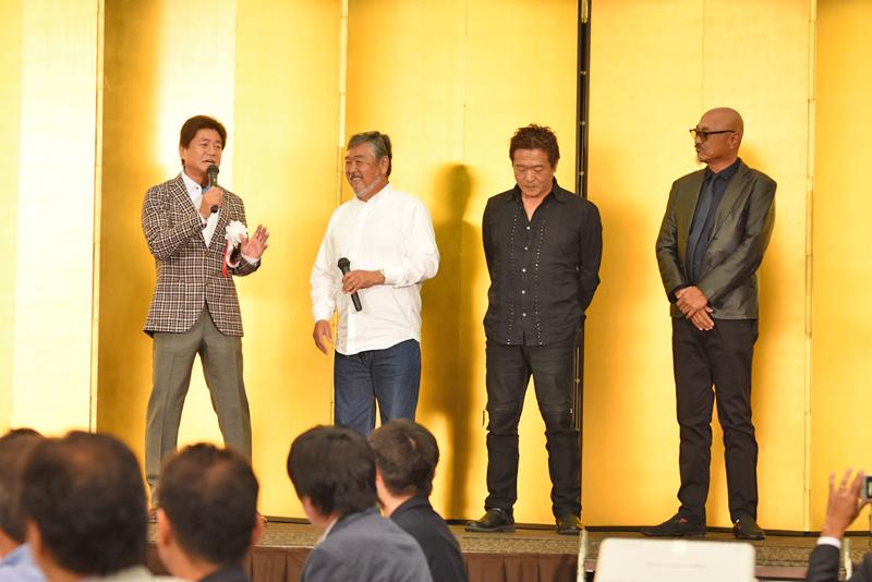 砂川治久氏、山本浩二氏、池谷 真一氏など植田氏と親交の深いご友人達が多数来場された。