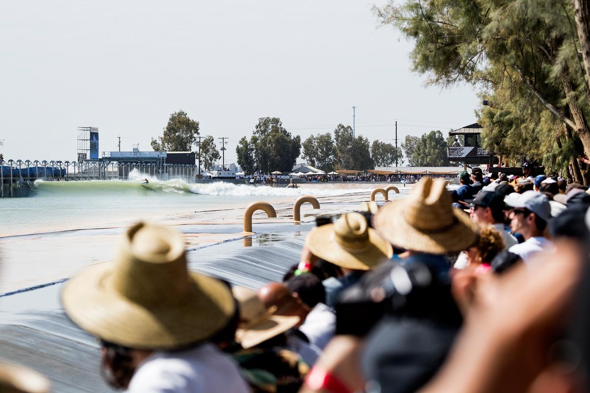 素晴らしい人工波によるサーフスタジアムCredit: © WSL / Cestari